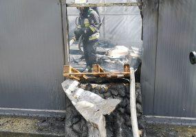 Pożar budynku magazynowego